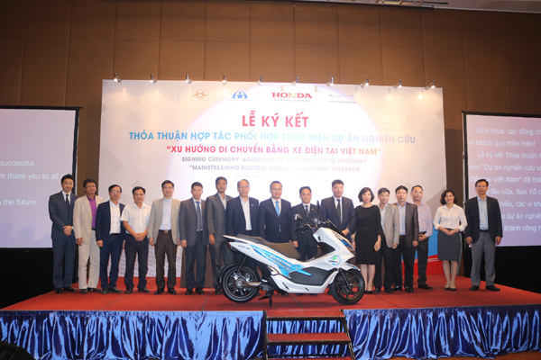 Honda hợp tác nghiên cứu khả năng sử dụng xe điện tại Việt Nam