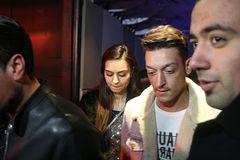 Bất ngờ lý do Mesut Ozil không chịu giảm lương ở Arsenal
