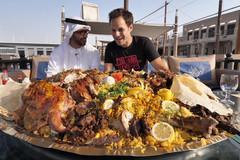 Cơm lạc đà nướng khổng lồ cho giới siêu giàu ở Dubai