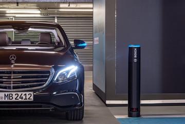 Xe Mercedes-Benz có thể tự lái hoàn toàn trong bãi đỗ
