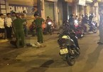 2 kẻ cướp giật vung dao đâm người trên phố Sài Gòn