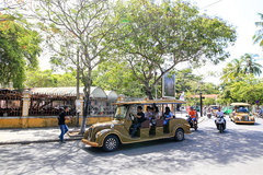 Hoi An debuts public battery-powered cars
