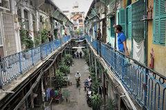 Bên trong con hẻm hơn 100 tuổi, khách Tây đến là mê ở Sài Gòn