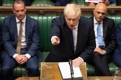 Tân Thủ tướng Anh bị 'dội gáo nước lạnh' đầu tiên