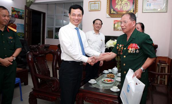 Bộ TT&TT tri ân các anh hùng liệt sỹ và thương bệnh binh tỉnh Phú Thọ