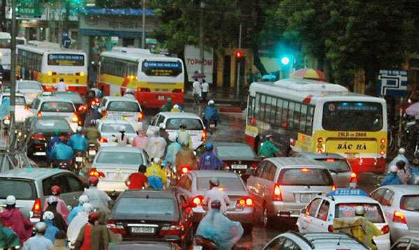 Bus commuters in Hanoi remains low