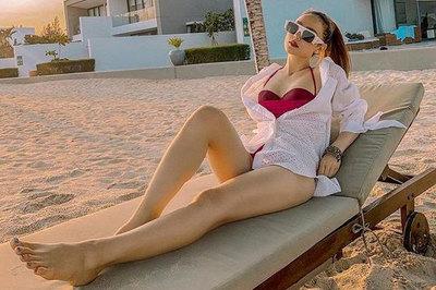 Minh Hằng diện áo tắm nóng bỏng