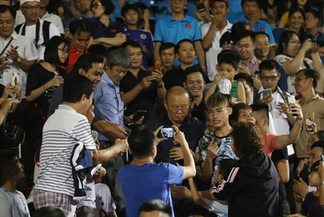 Thầy Park muốn đưa tuyển Việt Nam về Thống Nhất đá World Cup