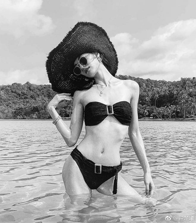'Mỹ nhân phim Thành Long' nghiện mặc áo tắm khoe dáng sexy
