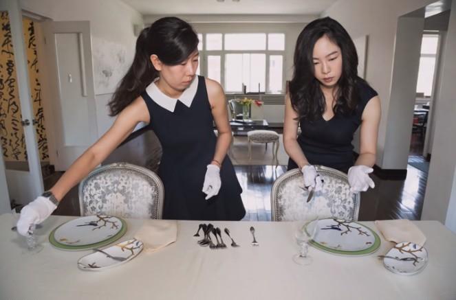 Chi hơn 300 triệu để học cách ăn chuối thanh lịch như giới quý tộc