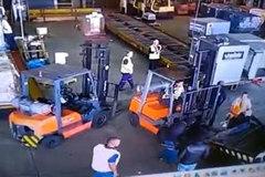 Đóng giả cảnh sát, toán cướp cuỗm 750kg vàng giữa ban ngày