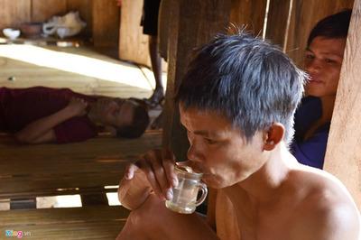 Đói nghèo triền miên vì tệ nghiện rượu ở vùng cao Quảng Ngãi