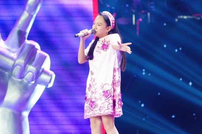 Hương Giang khẩu chiến Lưu Thiên Hương vì cậu bé 11 tuổi hát Chèo
