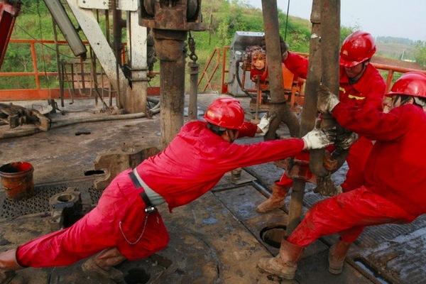 TQ đào 'núi Everest' dưới lòng đất để hút dầu