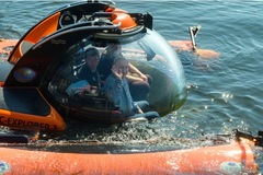Xem Putin lặn xuống đáy biển, 'viếng' tàu ngầm chìm