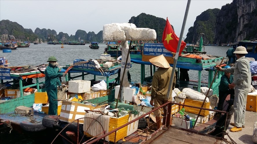 Ha Long to pilot banning plastic products on tourist boats