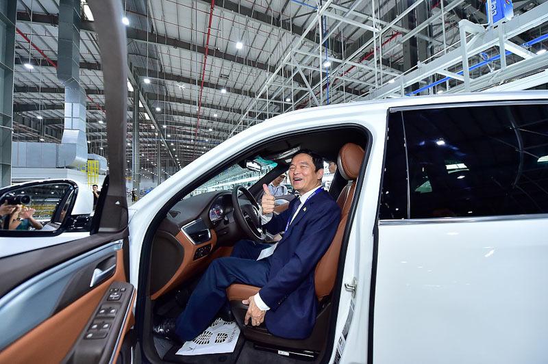 VinFast bàn giao lô xe Lux SA2.0 và Lux A2.0 đầu tiên cho khách hàng