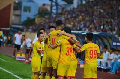 Nam Định thắng SLNA, Đà Nẵng mở hội tại Hoà Xuân