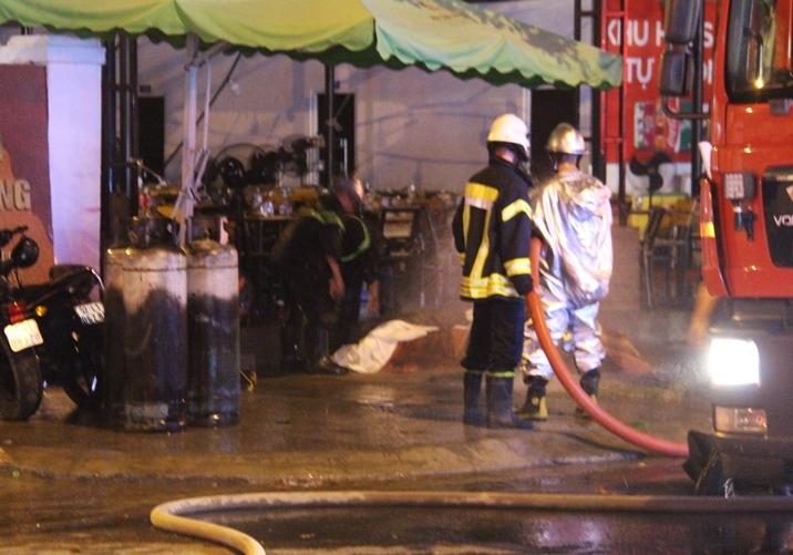 Nổ bình gas, lửa bao trùm quán nhậu ở Đà Nẵng, khách tháo chạy tán loạn