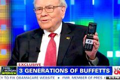 Thuộc nhóm giàu nhất thế giới, Warren Buffett chỉ dùng điện thoại cổ giá 20 USD