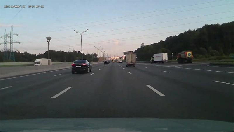 Xem cú tông xe kinh hoàng vì lấn làn tốc độ cao