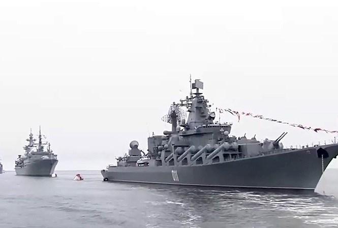 Chiến hạm Việt Nam lần đầu tiên duyệt binh cùng Hải quân Nga