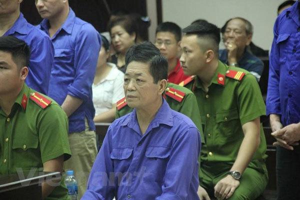 Hanoi market porter gang jailed for extorting merchants