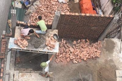 Chuyện lạ giữa Thủ đô: Chính quyền càng đình chỉ, công trình càng xây cao