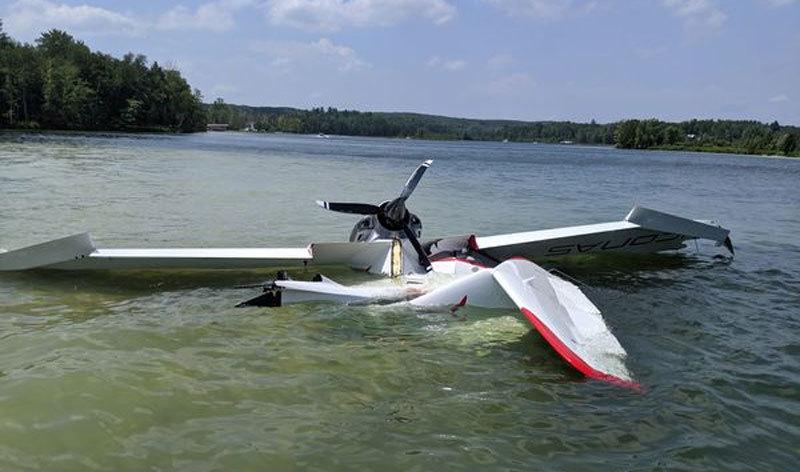 Hãi hùng cảnh máy bay đâm vào cây, lao xuống hồ