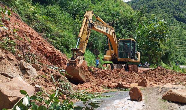 Mưa to, sạt lở đất khiến 1 người chết, vùi lấp nhiều nhà ở Hà Giang