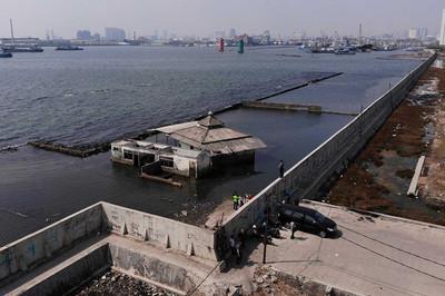 Tổng thống Indonesia quyết xây tường cứu thủ đô không chìm xuống biển