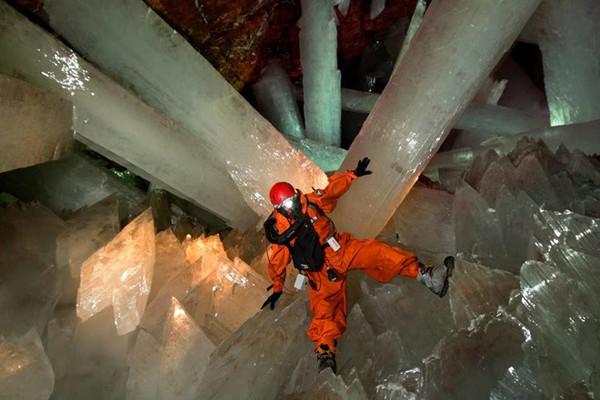 Bí mật hang thạch anh 'siêu to khổng lồ' ở Mexico