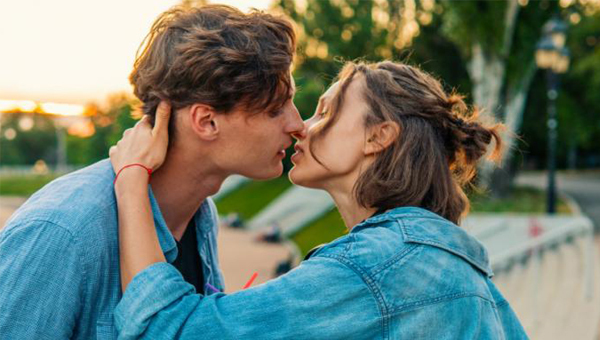 Những căn bệnh chết người chỉ vì một nụ hôn có thể bạn ít biết