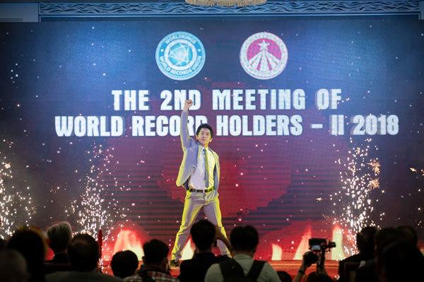 Magician Nguyen Manh Phuong,Vietnam's Got Talent,Asia's Got Talent,entertainment news,what's on,Vietnam culture,Vietnam tradition,vn news,Vietnam beauty,Vietnam news,vietnamnet news,vietnamnet bridge,Vietnamese newspaper,Vietnam latest news,Vietnamese new