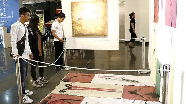 Artwork appraisal languishes under new centre