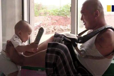 Cha cụt cả hai tay vẫn hàng ngày chăm con 10 tháng tuổi