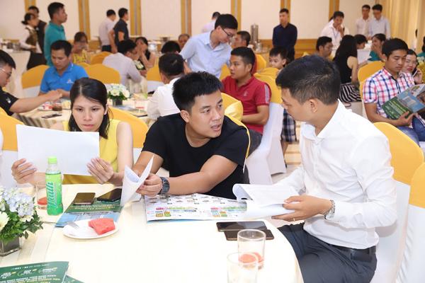 Hàng trăm khách hàng dự lễ mở bán dự án căn hộ TSG Lotus Sài Đồng