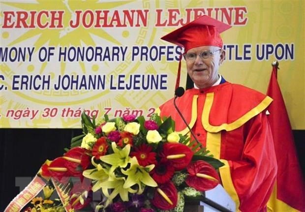 German charity fund leader receives Honorary Professor title