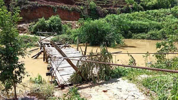 Landslide kills two, injures three in Ha Giang