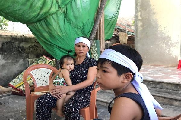 Tuyệt vọng lập bàn thờ 5 ngư dân Quảng Bình mất tích trên biển