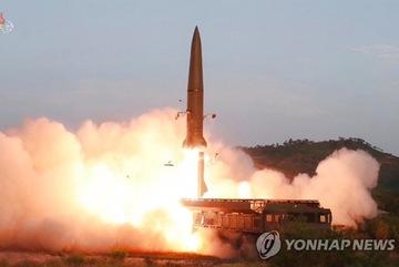 Triều Tiên phóng một loạt vật thể bay ra biển