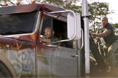 Ngoại truyện 'Fast & Furious' kiếm 4.100 tỷ đồng chỉ trong 3 ngày
