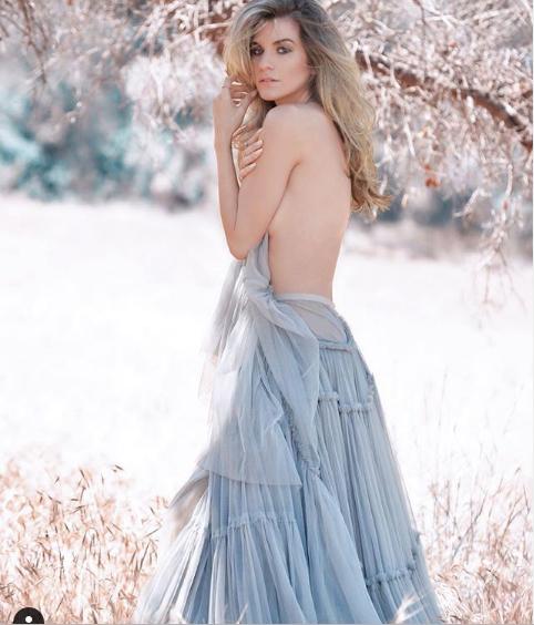 Vóc dáng vạn người mê của người mẫu Rachel McCord