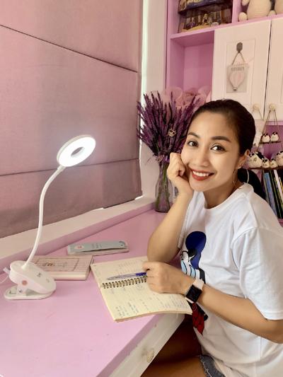 đèn bàn chống cận thị,Ốc Thanh Vân