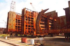Tàu Vinalines đóng dở, mang đi bán sắt vụn theo cân