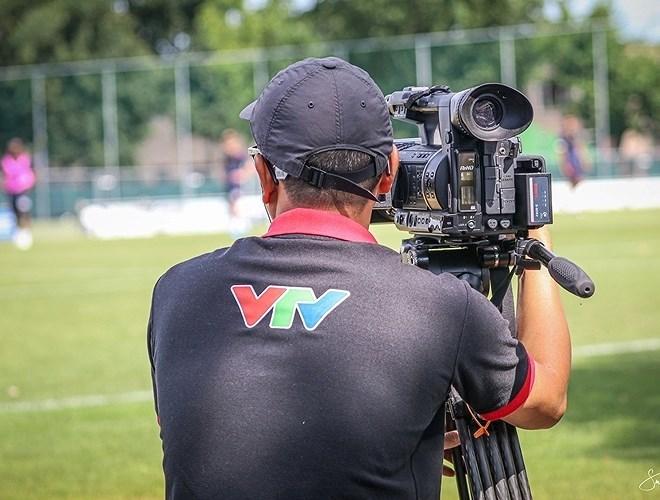Công Phượng bất ngờ vì được phóng viên Việt Nam săn đón tại Bỉ