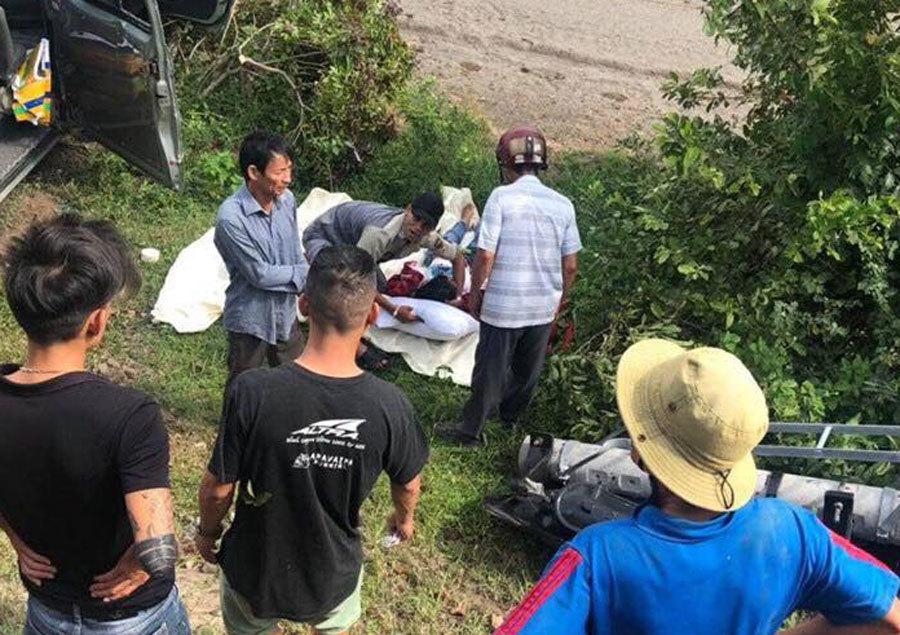 Tàu hỏa tông ô tô 16 chỗ ở Bình Thuận, 3 người chết