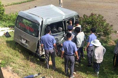 Tàu đâm ô tô ở Bình Thuận, 2 chị em ruột chết khi vào Sài Gòn thăm bà