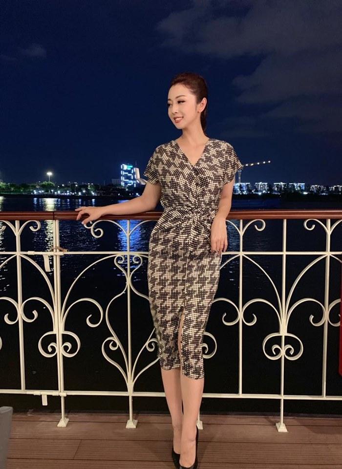 Hoa hậu Jennifer Phạm mang bầu con thứ 4