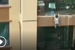 Video bé ba tuổi 'bay' từ tầng 6 xuống đất